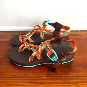 NWOT Chaco strappy hiking sandals sz 7
